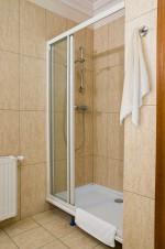Pokój delux z jacuzzi z lustrem, prysznic